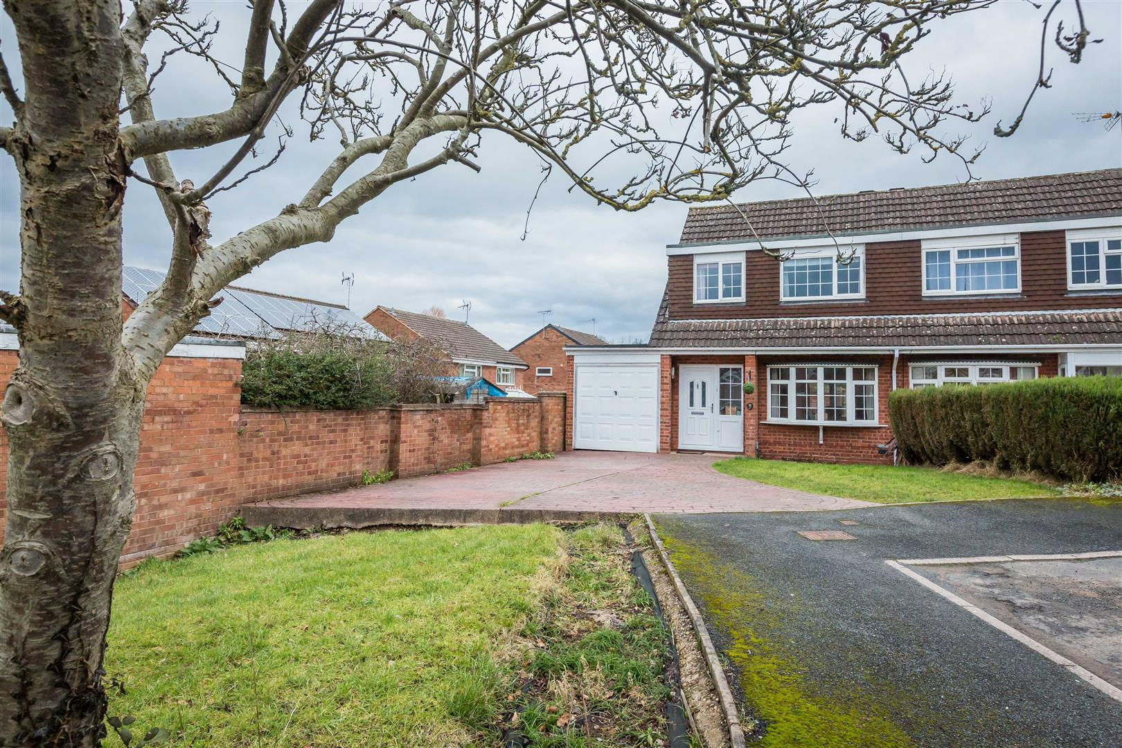3 Bedrooms Semi Detached House for sale in Granby Close, Winyates East, Redditch